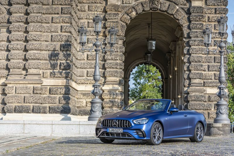 Picture 2 - Mercedes-AMG E 53 4MATIC+ Cabriolet, designo brilliant blue magno